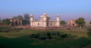"62 - ITIMAD UD DAULA, THE LITTLE ""TAJ"" (1627)"