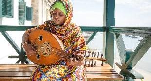 222 - ZANZIBAR, A WOMEN