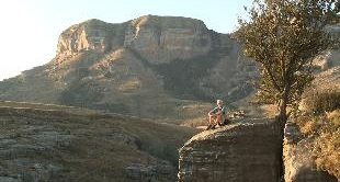 SOUTH AFRICA - TAKING ON THE DRAKENSBERG (13')