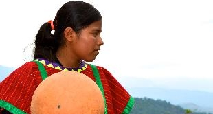 44 - DEYSI, A BASKETBALL-PLAYING GIRL IN OAXACA
