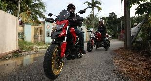 256 - MALAYSIA: BIKERS, FEMALE STYLE