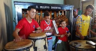 259 - CUBA: TO THE RYTHM OF THE BARREL ORGANS