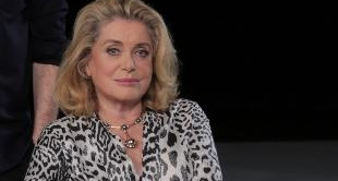 CATHERINE DENEUVE READS FASHION