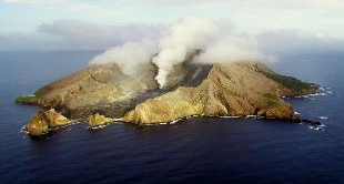 02 - NEW ZEALAND - VOLCANIC LAKES IN MAORIE LAND