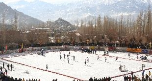 182 - ICE HOCKEY, A DREAM FOR GIRLS IN THE HIMALAYAS