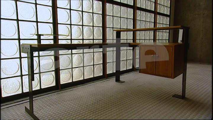 25 maison de verre la. Black Bedroom Furniture Sets. Home Design Ideas